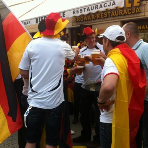 Niemcy kibice na Nowym Świecie w Warszawie przed meczem Euro 2012 półfinał z Włochami w piłce nożnej