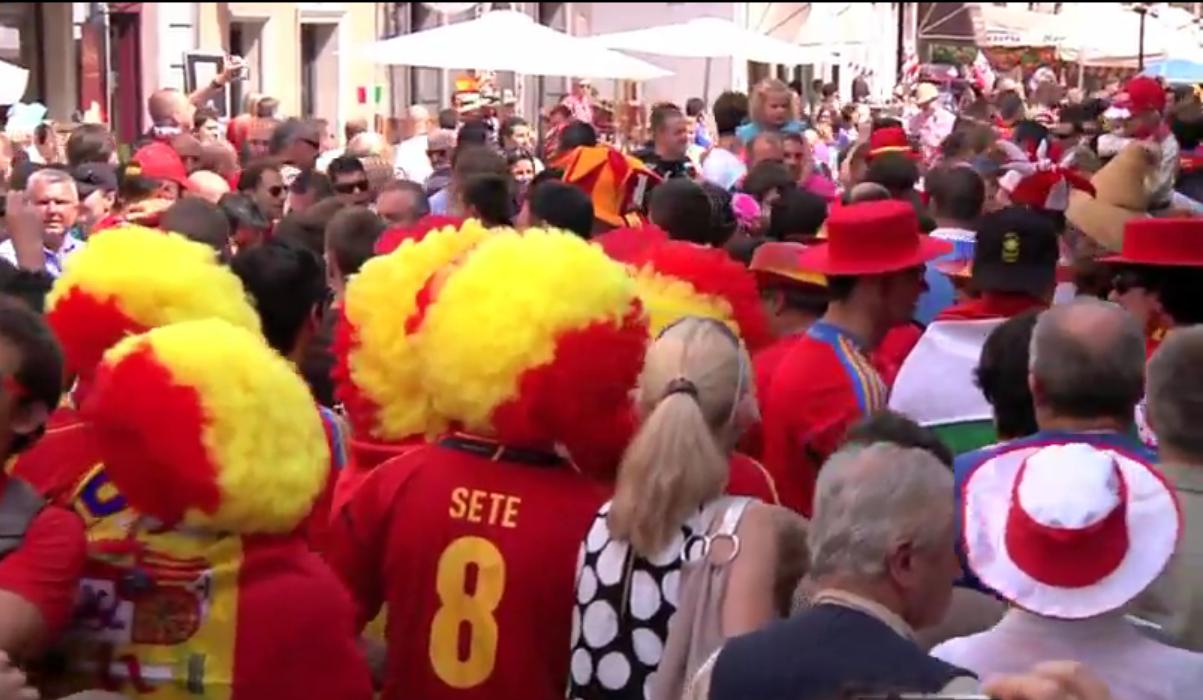 Hiszpańscy kibice opanawali ulice Gdańska. Hiszpanie bawią się w Gdańsku na Euro 2012