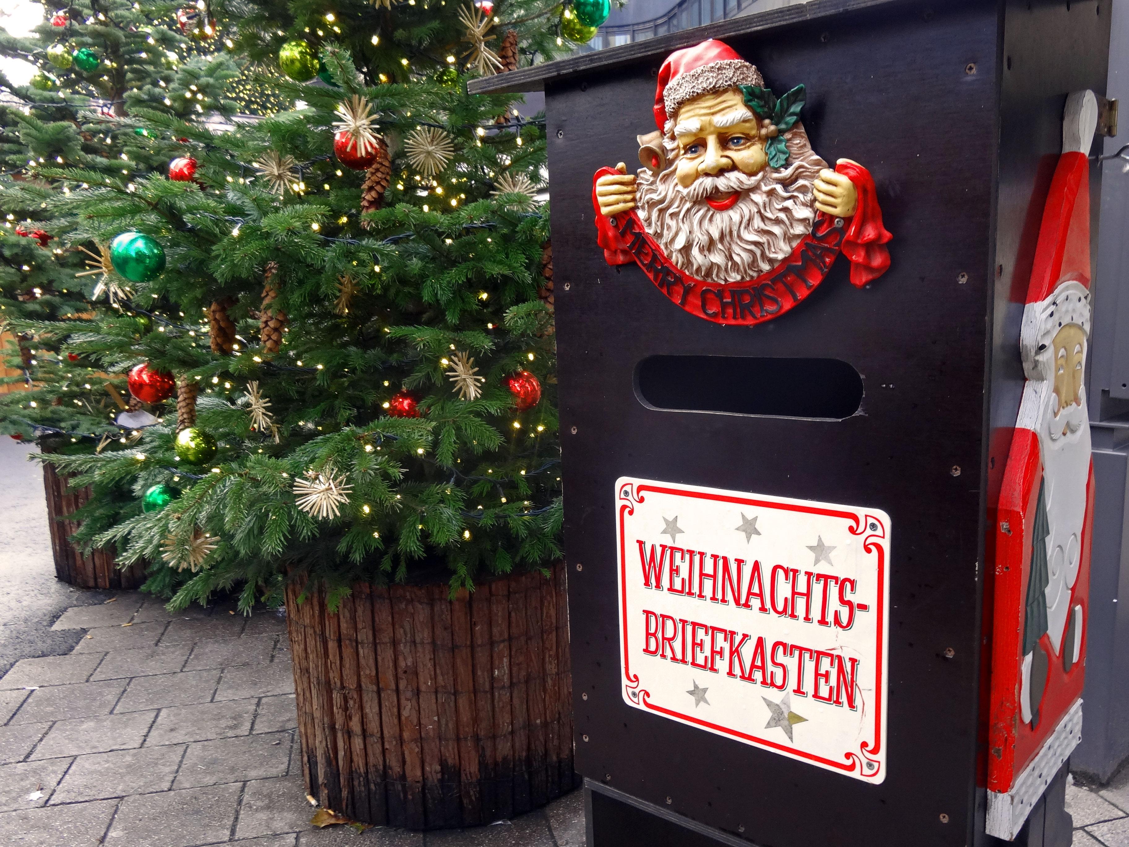 Weihnachts Briefkasten na Spitalerstrasse w Hamburgu